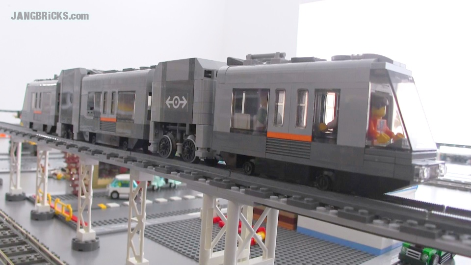 LEGO 4-Wide Power Functions RC train v2 1