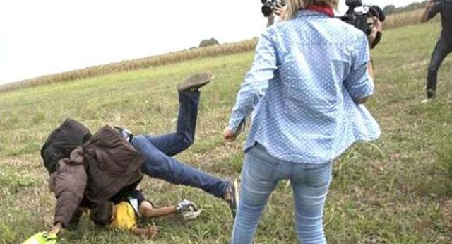 La reportera húngara que 'pateaba refugiados', imputada por vandalismo