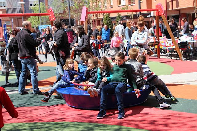 Parque infantil en la plaza de Lutxana durante las fiestas