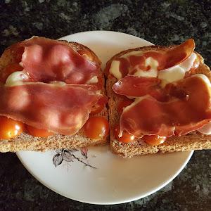 Tostas de jamón y queso