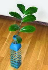 http://www.solountip.com/2013/11/como-hacer-una-maceta-con-una-botella-vidrio-usada.html
