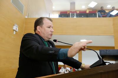 Dr. Neidson diz que fábrica de bloquetes vai agilizar serviços e diminuir custos