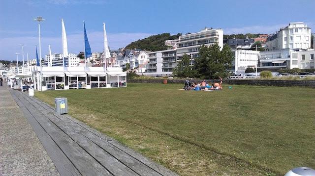"""Tournoi de Jeux Normands au Havre le dimanche 3 septembre 2017 à 13h 30 sur la pelouse de la plage du Havre près du restaurant les """"galets""""."""