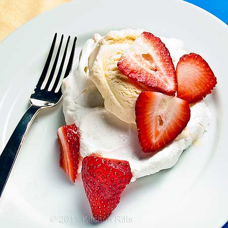 Homemade Meringues with Strawberry Sauce