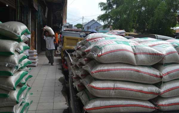 bulog jamin stok beras aman hingga akhir tahun
