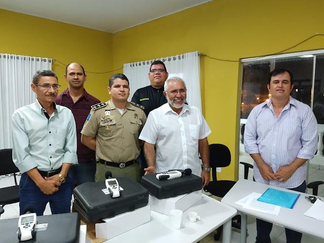 Prefeitura de Delmiro entrega decibelimetros a órgãos fiscalizadores em cumprimento a TAC