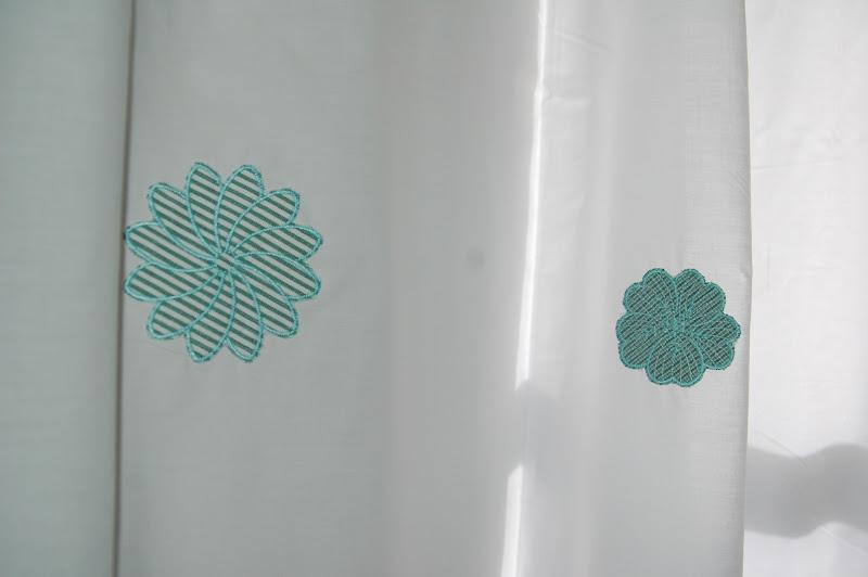 Paz montealegre decoraci n cortinas de ba o bordadas - Cortinas turquesa ...