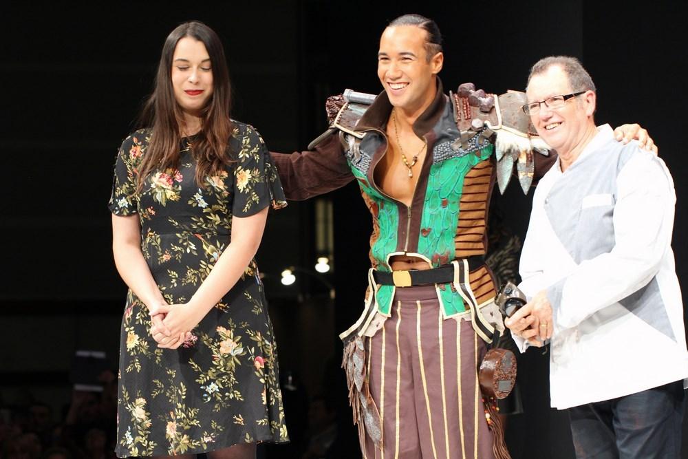Jean-Luc Decluzeau pour ChocoClic.com & Cassadra Allaire portée par Lucie Vagenheim (finaliste the Voice 6) avec Laurent Maistret (danseur)