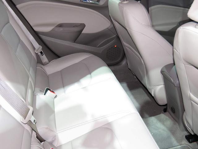 Novo Chevrolet Cruze Hatch 2017 - espaço traseiro