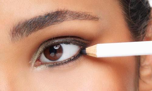 maquiagem - lápis para olhos preto