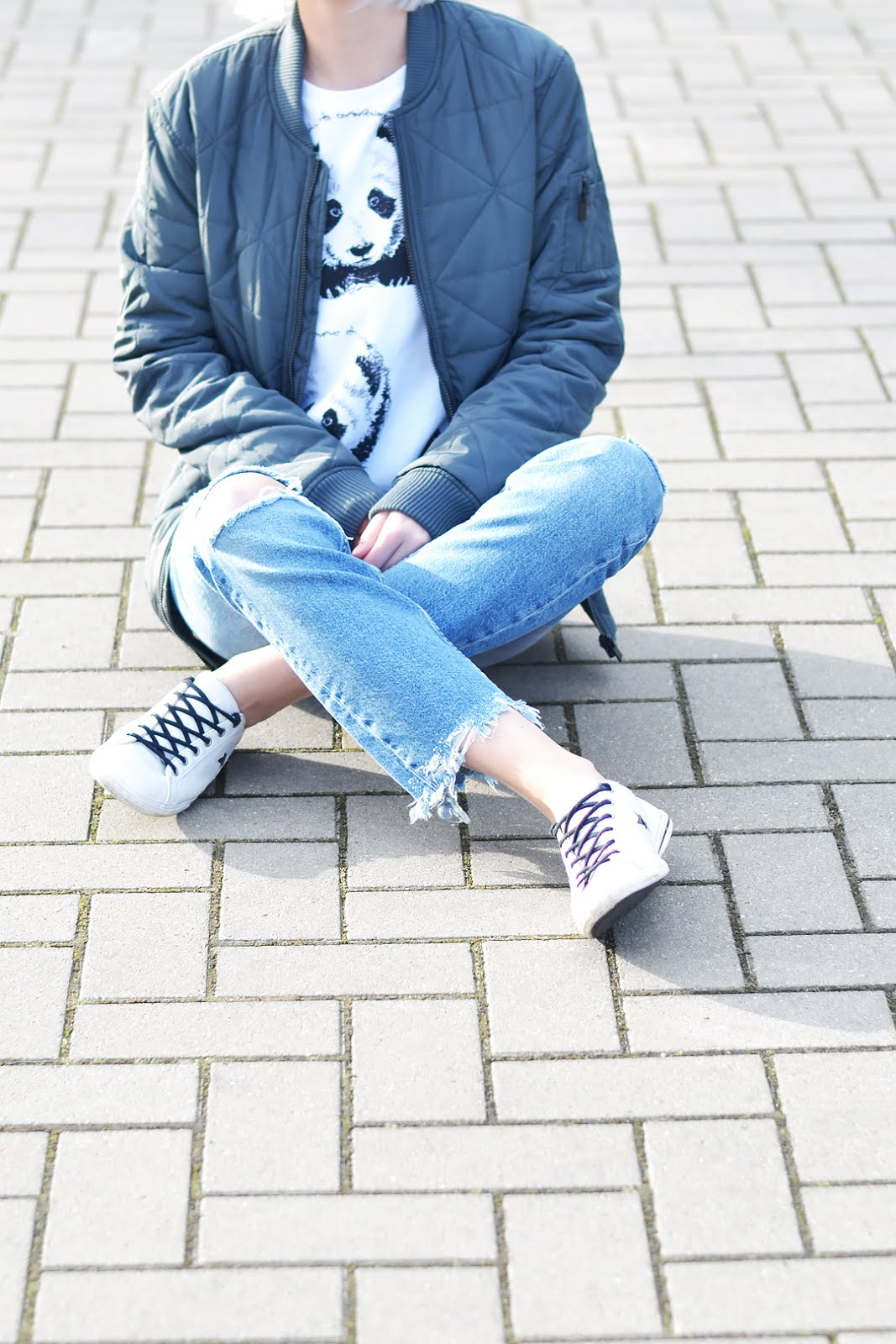 The sting, grey bomber jacket, acne studios inspired, budget, mr gugu & miss go, panda sweater, mango, joe, ripped jeans, converse sneakers, street style, belgian fashion blogger, belgische mode blogger, trends