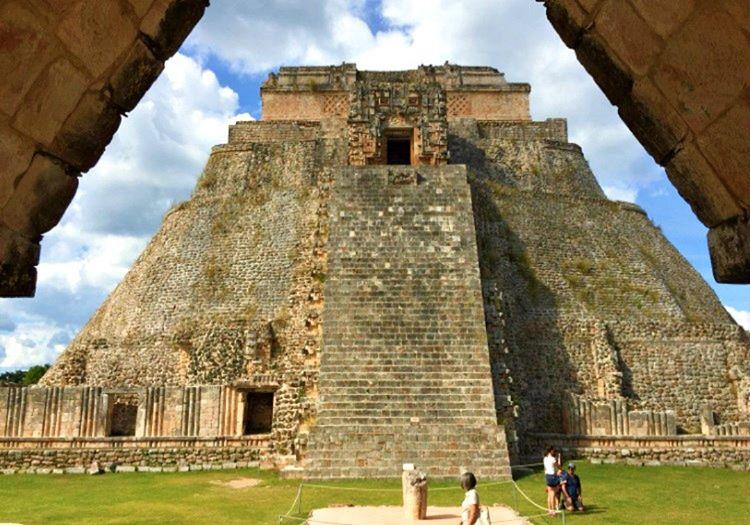 Sihirbazın Piramidi, Maya piramitleri arasında en çok ziyaret edilen yapılardan biriydi.