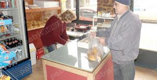 «Καφέ, ζάχαρη και αλεύρι για να ζυμώσουν» ερημώνει η αγορά της Καλλιθέας