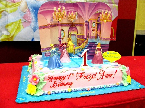 Goldilocks Birthday Cake Design