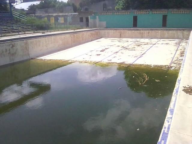 APURE: ¿Gobierno de la ineficiencia con el estado de abandono y desidia de la piscina Trina Omaira en San Fernando?