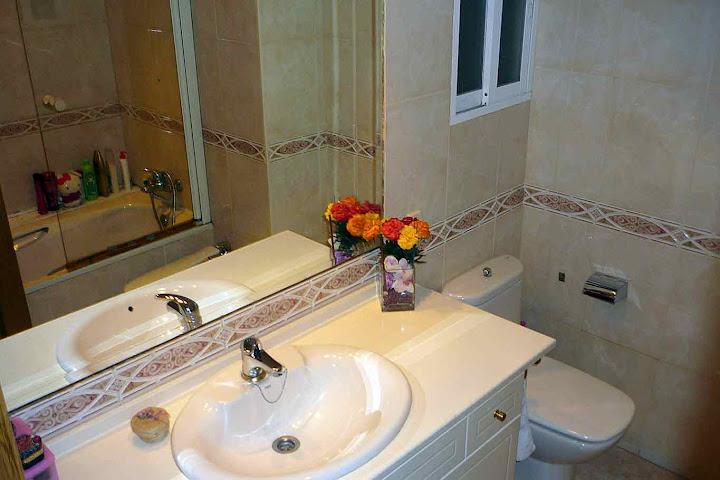 2 baños completos en amplio piso del Parque de Lisboa (Alcorcón)   Habitaciones en Alquiler en Madrid. Casa totalmente equipada