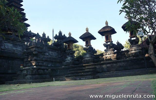 Pura-Goa-Lawah-Bali-Indonesia