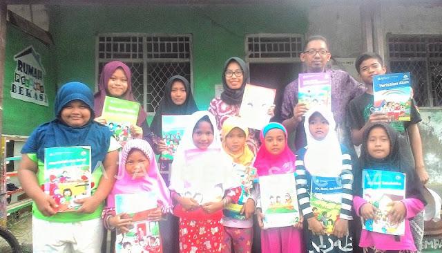 Membumikan Gerakan Literasi Sekolah SDIT Thariq Bin Ziyad Kota Bekasi Sumbangkan 300 Buku ke Rumah Pelangi