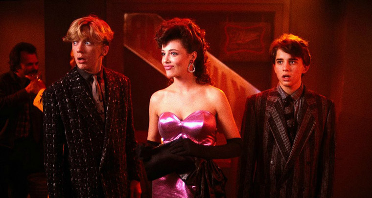 Anthony Michael Hall, Kelly LeBrock und Ilan Mitchell-Smith in LISA - DER HELLE WAHNSINN (1985). Quelle: Universal Pictures