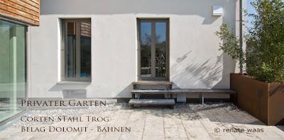 mediterraner Garten - Terrassenbelag Dolomit Platten - Renate Waas - Ihr Gartenplaner