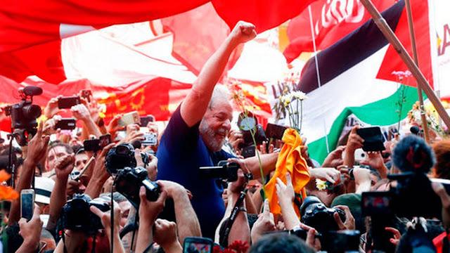 El ex presidente Lula pasa su primera noche en prisión