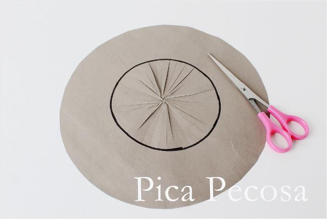 como-hacer-sombrero-bruja-halloween-diy-bolsa-papel-reciclada-paso-6