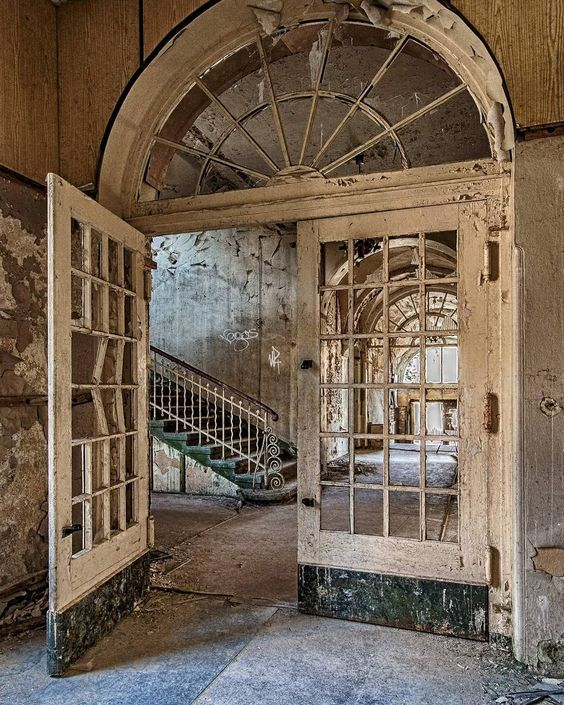 Creepy Or Cool? Beauty In Abandoned Buildings