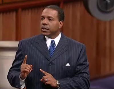Tele evangelista Creflo Dollar predicaando