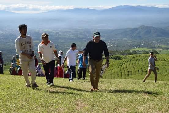 Pj Walikota Musni Wijaya Pimpin ASN Bersih-Bersih Kawasan Wisata Pagar Alam