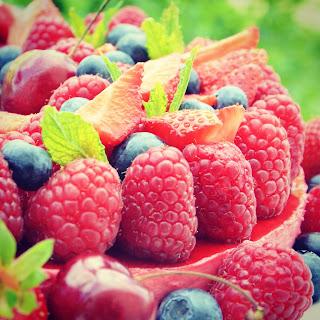 Décoration de gâteau : Cascade de fruits rouges