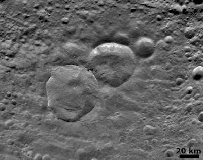 Vesta_Snowman_craters_close-up.jpg
