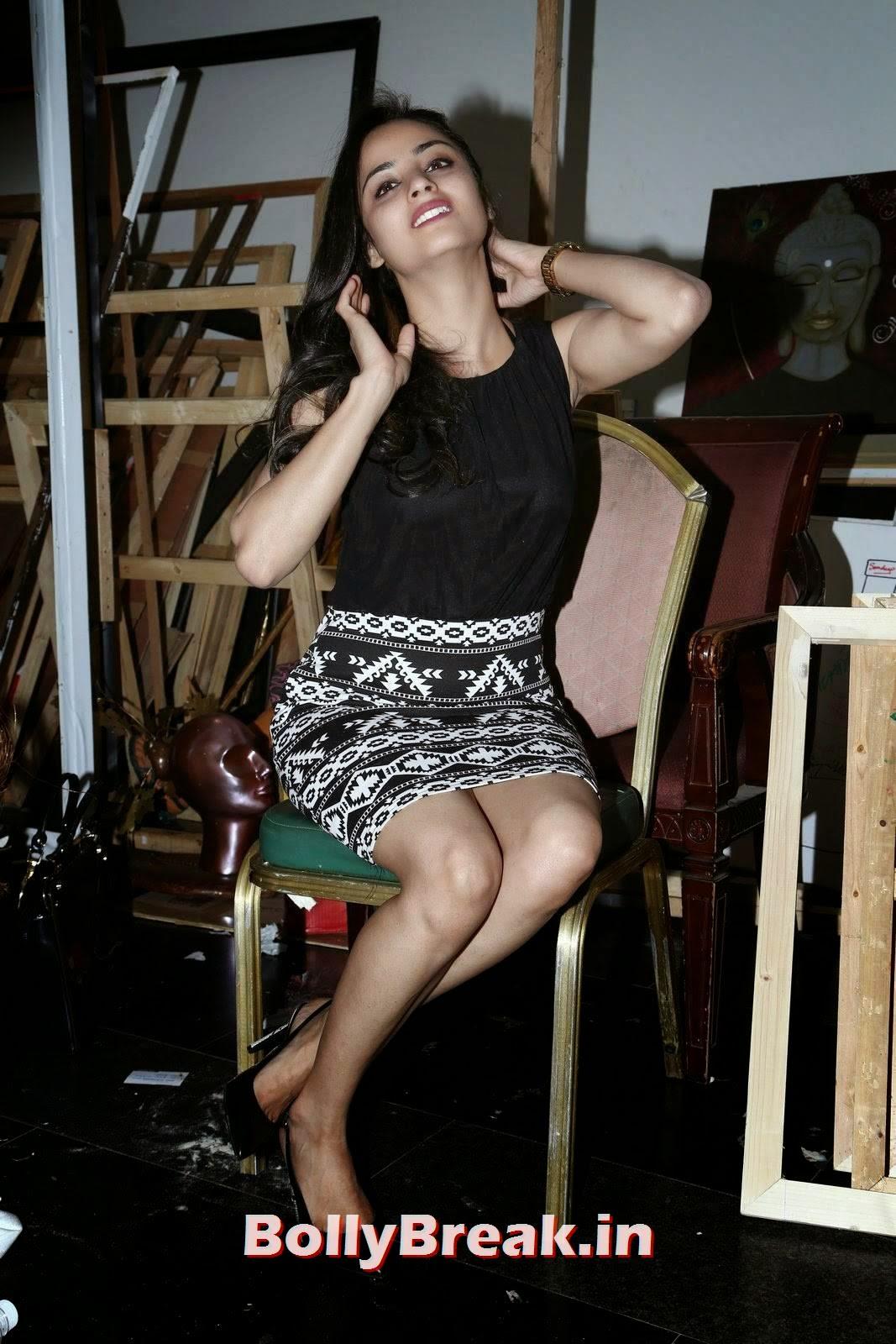 Madirakshi Unseen Stills, Actress Madirakshi Hot Pics in Skirt & Black Top