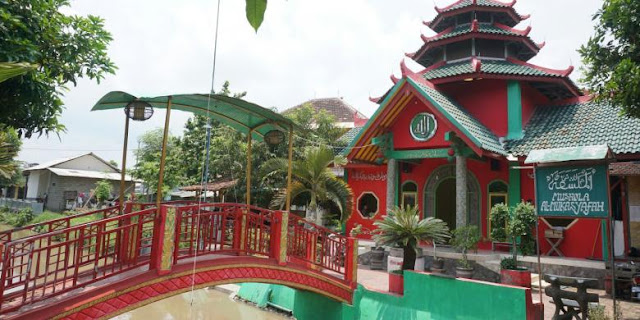 Masjid mirip kelenteng di Banyuwangi.
