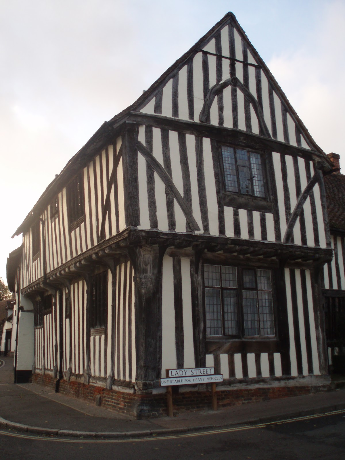 American to britain tudor house style 1485 1560 - What makes a house a tudor ...