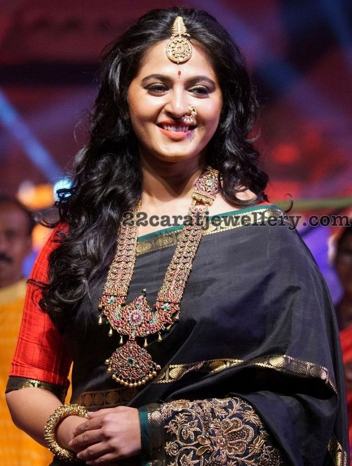 Anushka Shetty Gold Set with Diamond Pendant