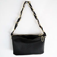 http://www.ohohdeco.com/2013/02/diy-duo-zipped-bag.html