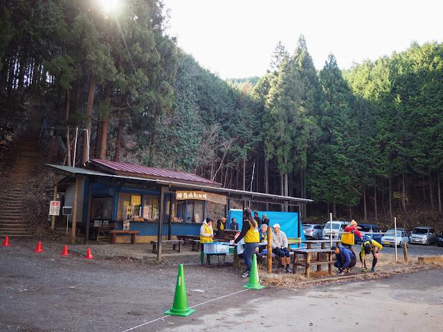 陣馬街道 和田峠 売店