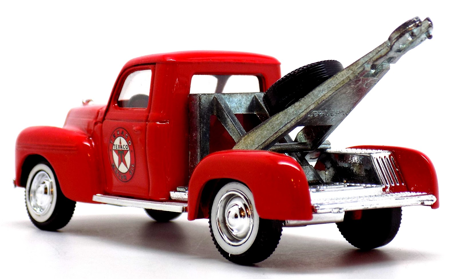 Toys And Stuff Solido 1 43 Scale Diecast 1940 Dodge Texaco Tow Truck 1942 Overtaking Valuable Storage Space It Measures 4 2 1143cm L To End Of Boom X 5 8 412cm W 508cm H Top Enjoy