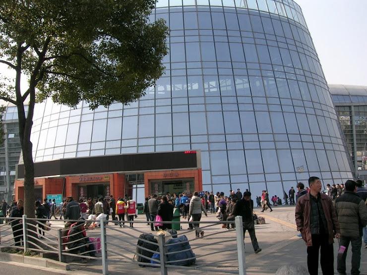 上海南站のバスターミナル