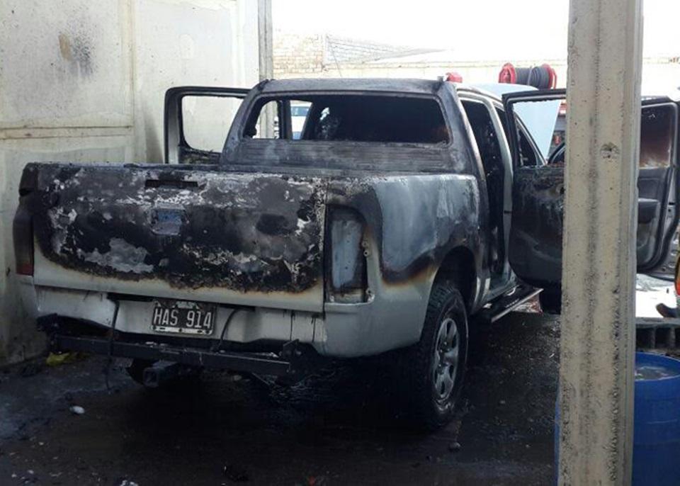 Incendio intencional de una camioneta