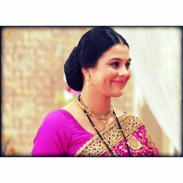 i love her dimpled smile <3 @geetanjalitikekar, Geetanjali Tikekar Hot pics, Marathi Actress in Lanavi Saree