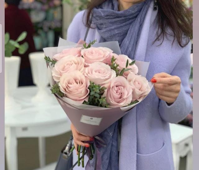 Bucket bunga dihari kasih sayang