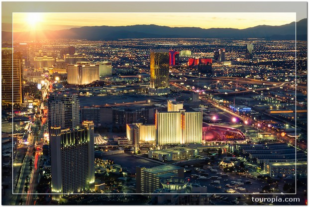Las Vegas - 10 Stunningly Beautiful Best Places to Travel in the USA