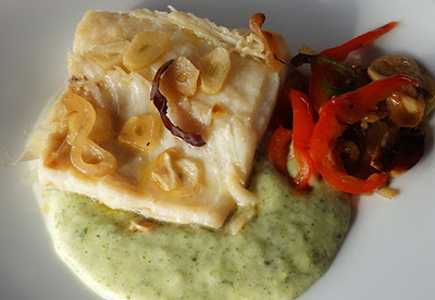 Bacalao con hortalizas salteadas y crema de patata