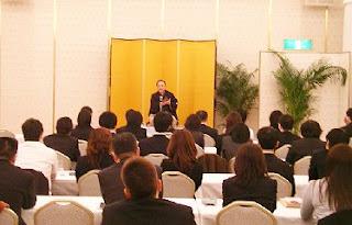 三遊亭楽春講演会「異業種から学ぶ顧客満足向上講演会」