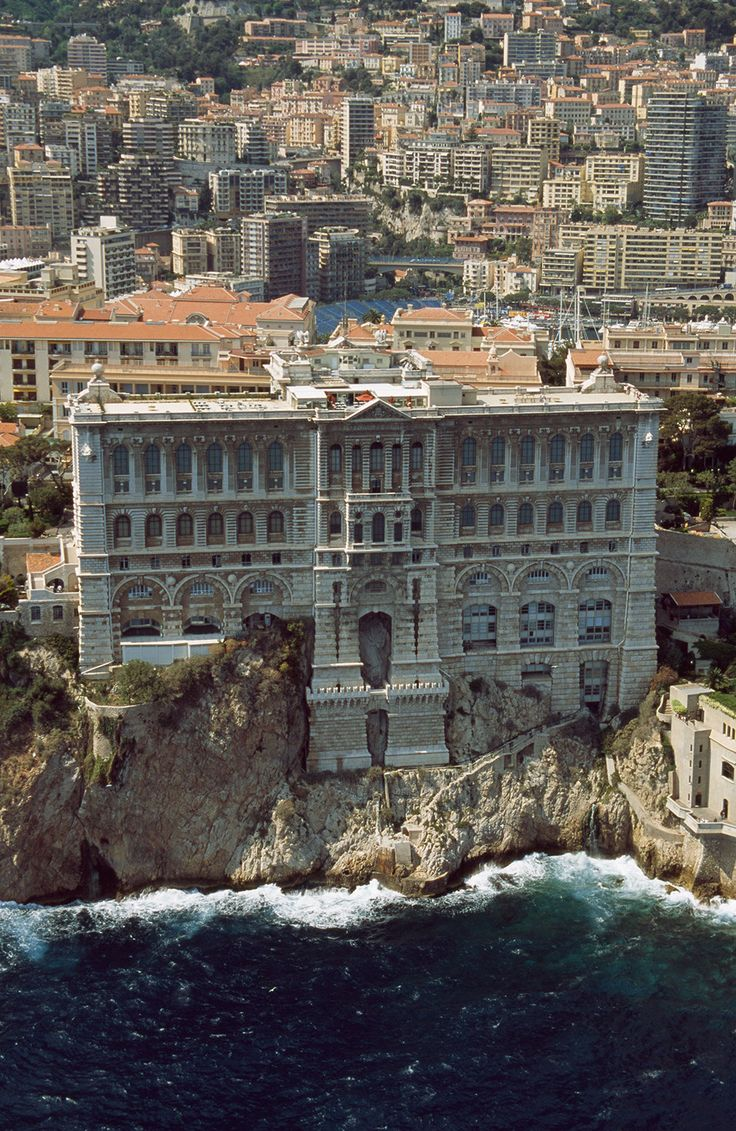 10 Top Tourist Attractions in Monaco (with Map & Photos