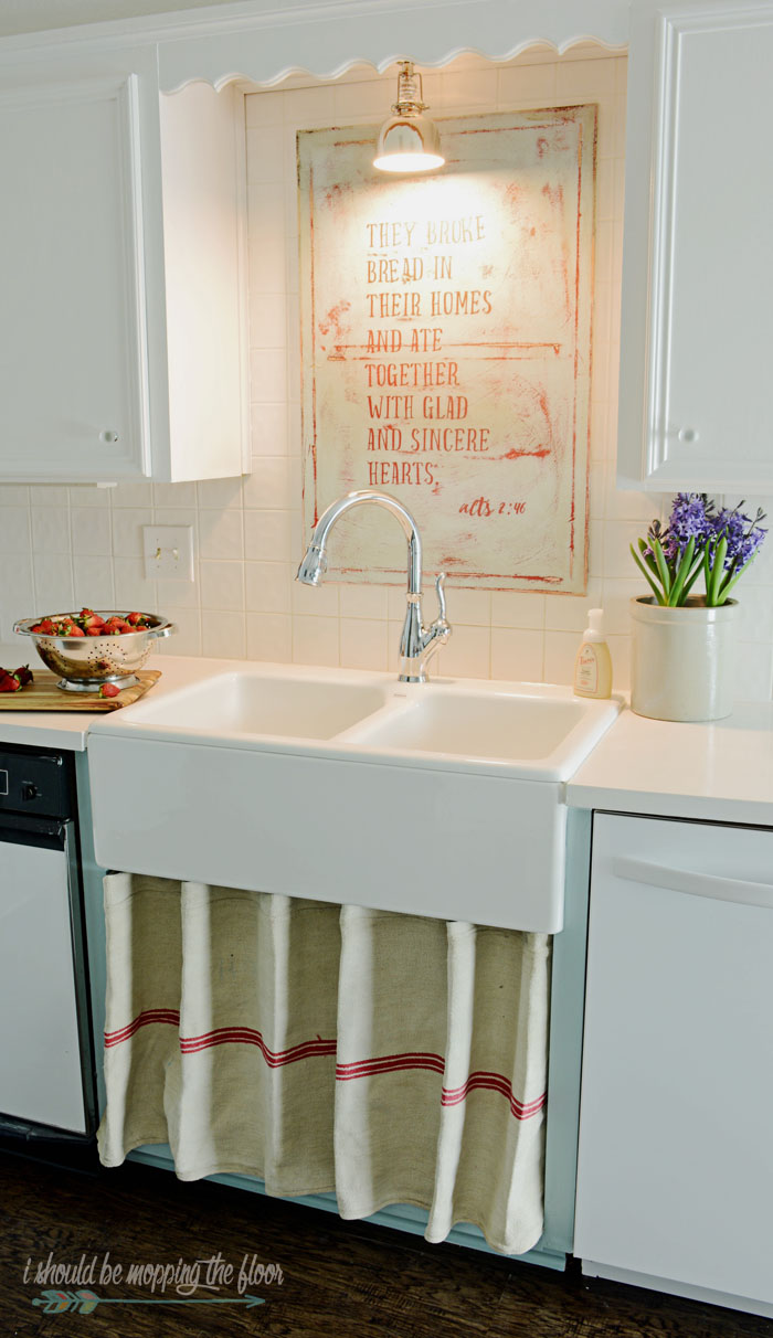 Farmhouse Sink Tips and DIY Kitchen Art Tutorial | Check out the before and after of this 1980s kitchen update!