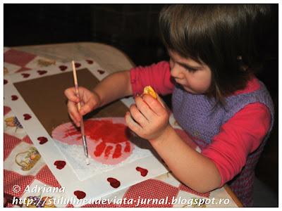 L. picteaza un tablou pentru ziua lui tati
