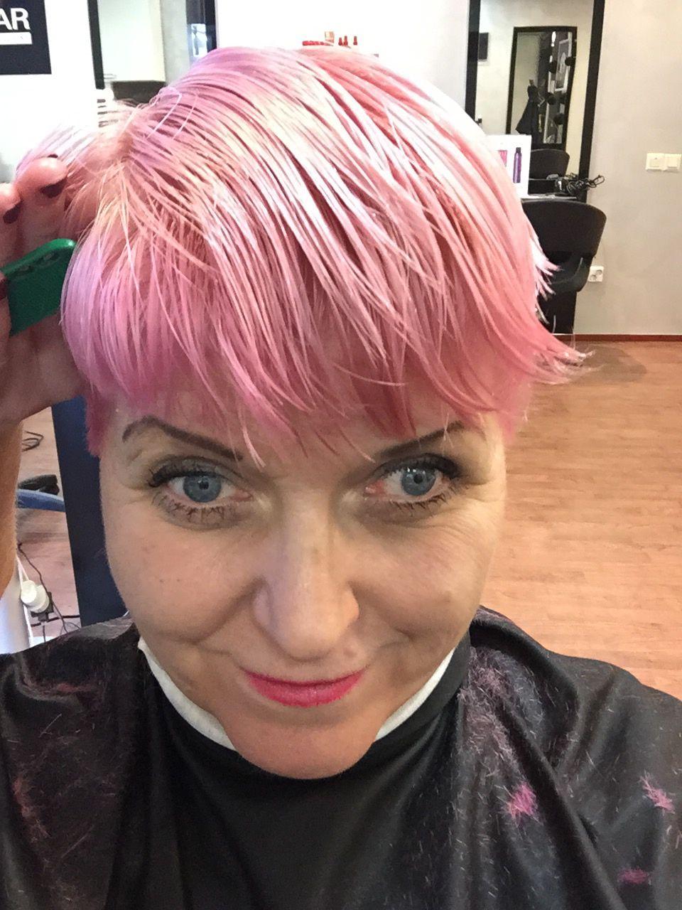 Trendikkaat Pastellihiukset Pinkit Korkokengat