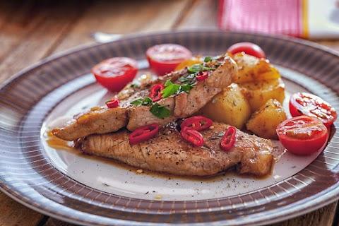 Omlós chilis sertésszelet serpenyőben sütve: a páctól marad szaftos a hús